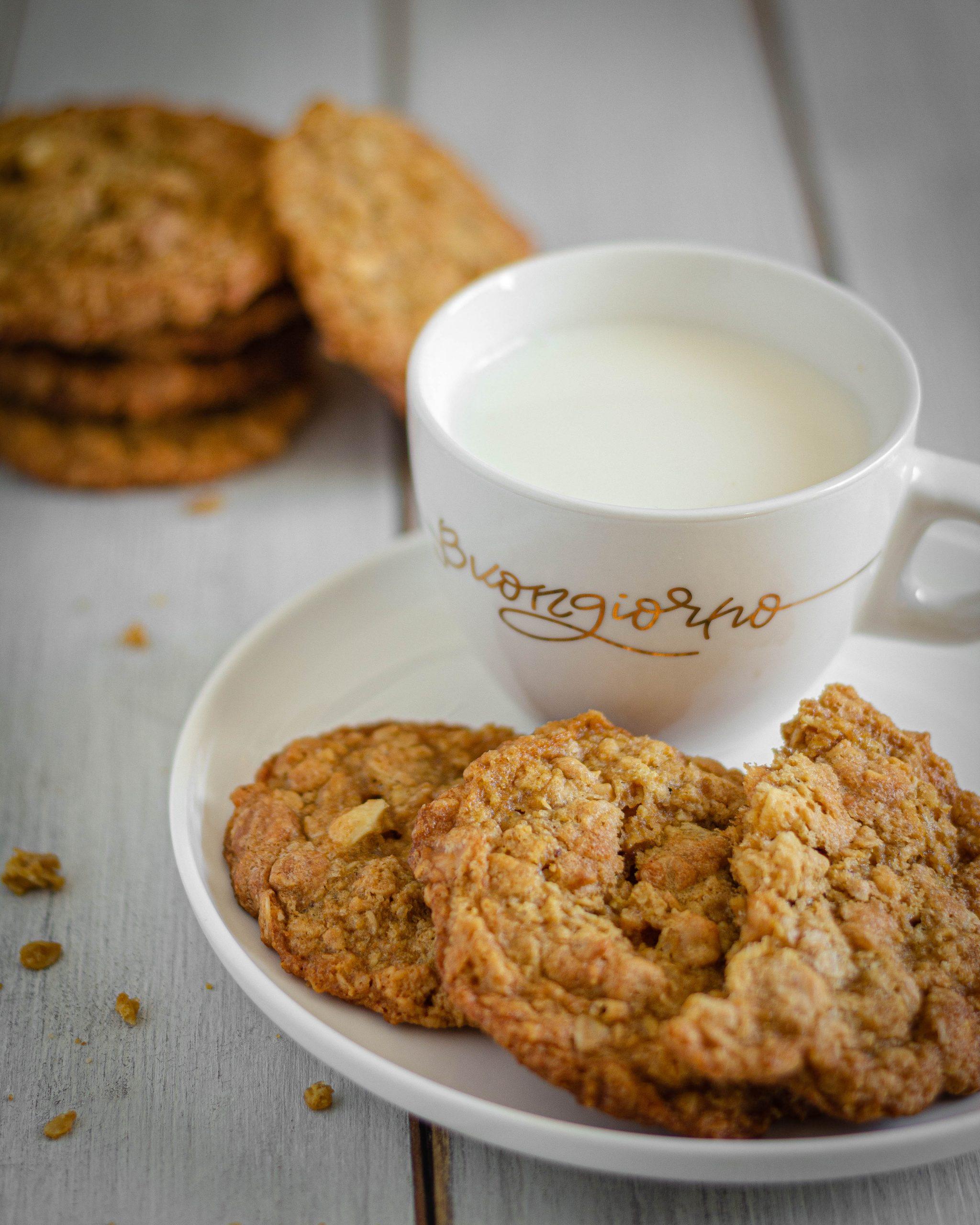 Biscotti con fiocchi d'avena e burro d'arachidi